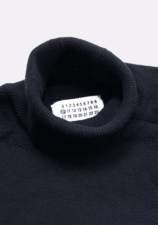 vyriskas-golfas-megztinis-su-kaklu-tamsus-maison-margiela-1.jpg