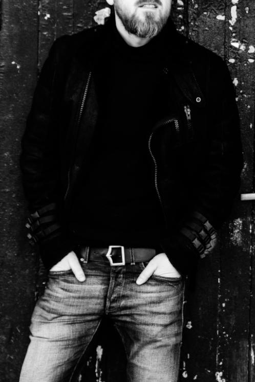 modelis-urock-juodai-balta